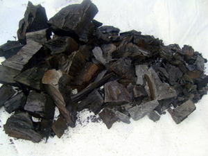 Древесный уголь из твердых пород дерева