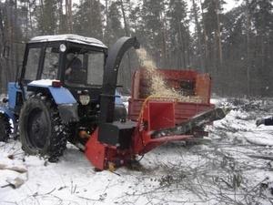 Навесная на трактор дереводробильная машина