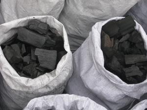 Древесный уголь из твердых пород древесины