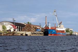 Услуги перевалки с жд путей в Новороссийске в морской порт
