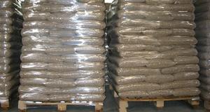 Предлагаем древесную пеллету (сосна),  8мм, 15 кг мешки, EXW.